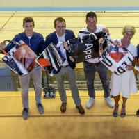 WK-banners omgetoverd in praktische tassen