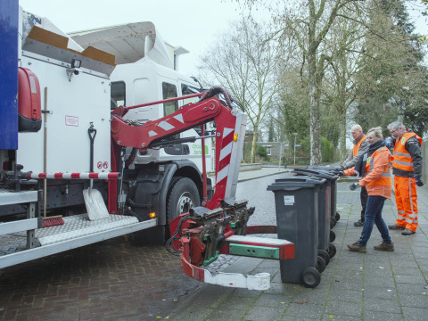 Inzameling oud papier met containers in Doesburg van start