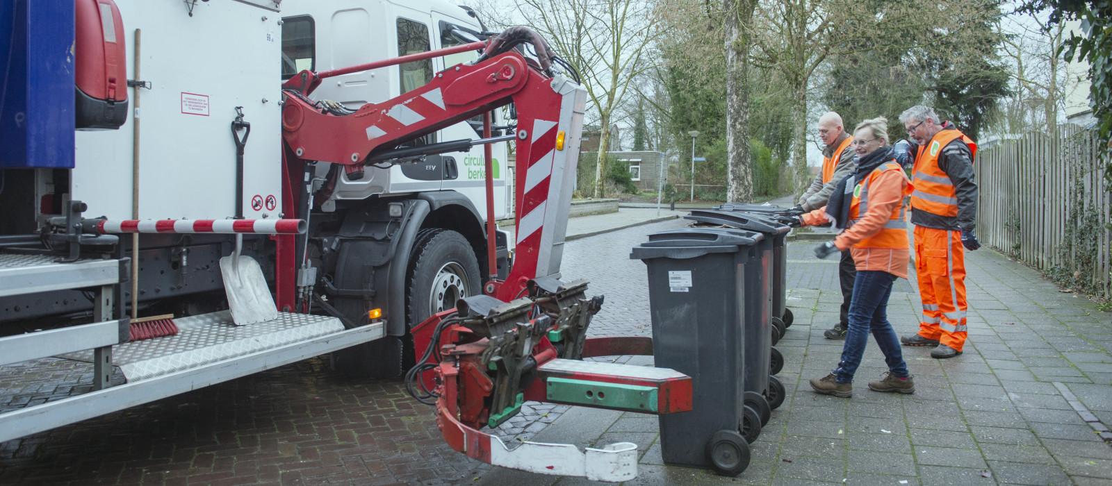 Inzameling oud papier met containers in Doesburg van start