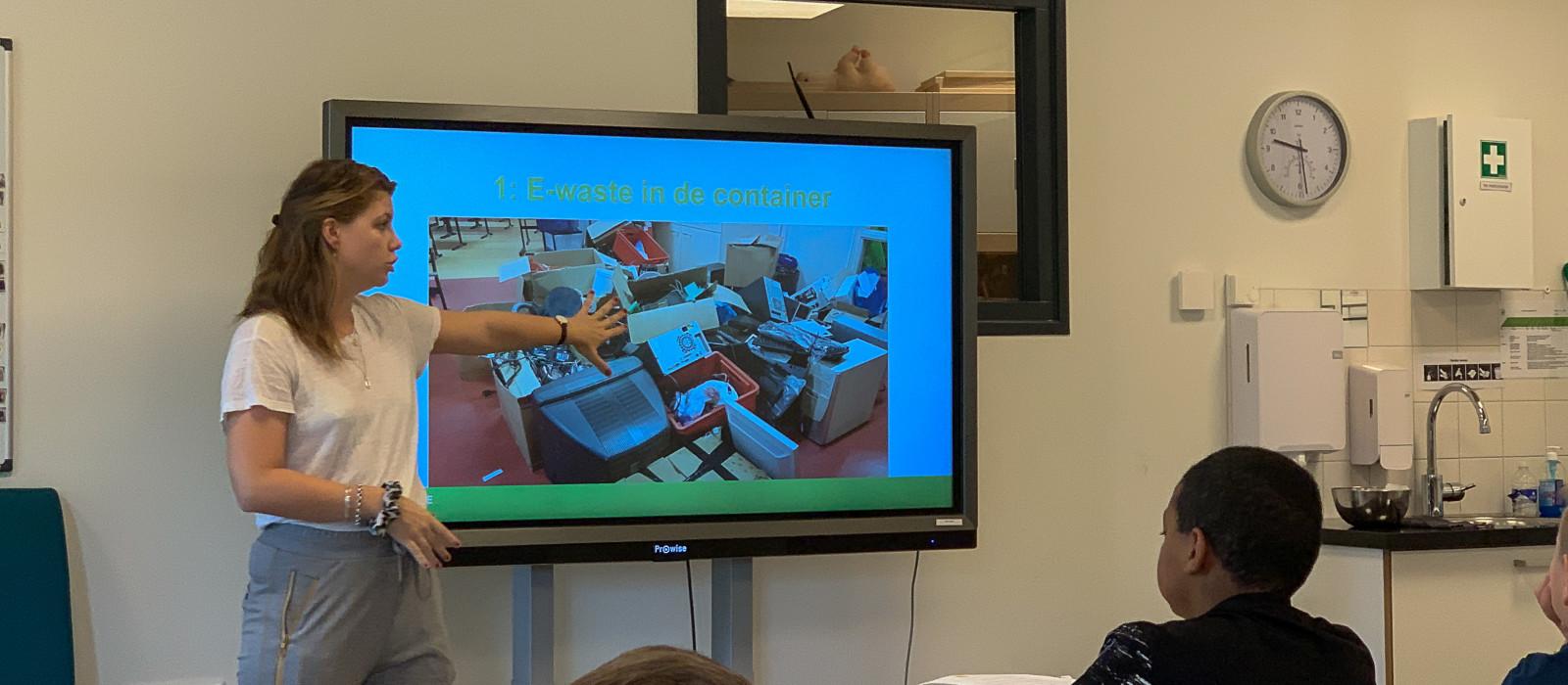 Tien scholen uit Deventer en Epe zamelen elektronisch afval in!