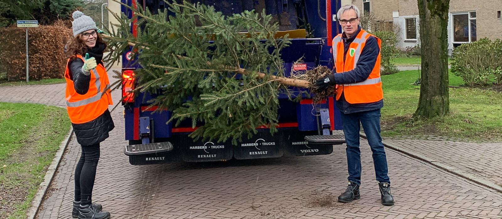 Hulp uit onverwachte hoek bij inzamelen kerstbomen Deventer